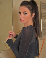 Cute 34 year old brunette Roxanne Cox from AllOver30